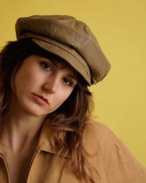 Cappello con visiera marrone chiaro