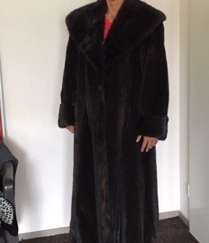 Manteau de fourrure brun fourrure
