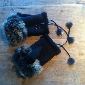 Fingerless Gloves black fur