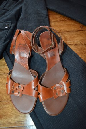 Andrea Conti Strapped High-Heeled Sandals cognac-coloured