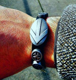 Bracelet en cuir argenté-noir