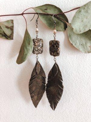Echtlederohrringe mit wunderschöneren Steinen aus Indien