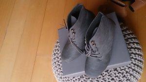 Patucos con plataforma gris oscuro Cuero