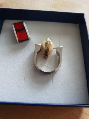 Ring mit modernen Steinen