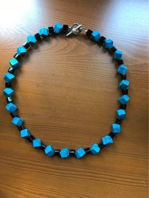 Handmade with Love Naszyjnik z perłami czarny-niebieski neonowy