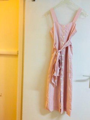 EDITED Kleid mit Knöpfe und Bindengürtel