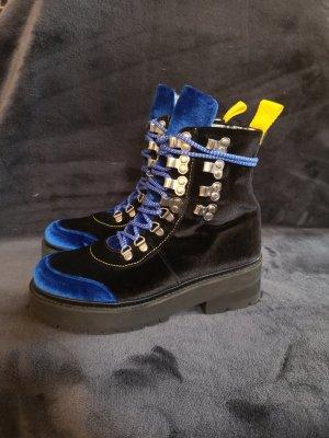 Edited trekking boots