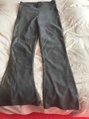 Edle Fake Velourslederhose von 8 PM mit Schlag, Gr.M, schwarz