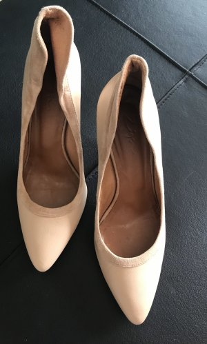 Edle Pumps in Nude