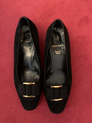 Edle Pumps mit kleinem Absatz von Bruno Magli. Schuhe vom Feinsten mit edler Goldschnalle.