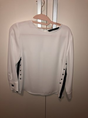 Edle Zara Basic Bluse, weiss mit schwarzen Knöpfen in S, NEU