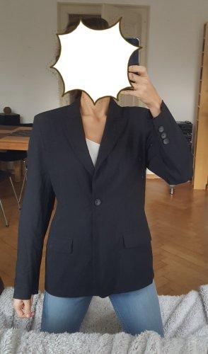 Edler schwarzer Blazer, tailliert geschnitten