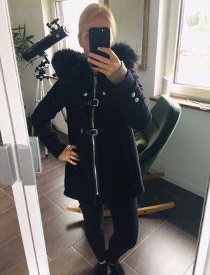 Edler schwarzer Mantel