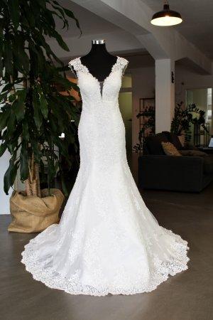 Edles Brautkleid mit Spitze