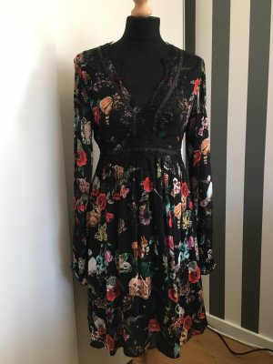 Edles Kleid mit Spitzeneinsätzen von Frogbox