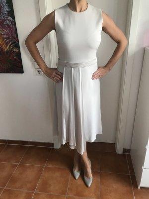 Edles Kleid mit Zierfalten