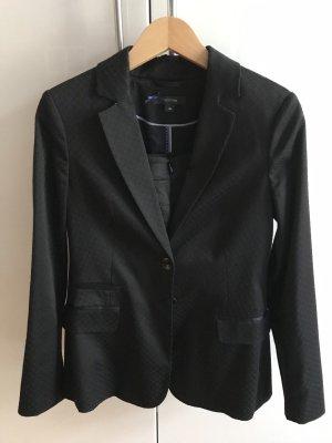 Edles schwarzes Sakko aus glänzendem Stoff