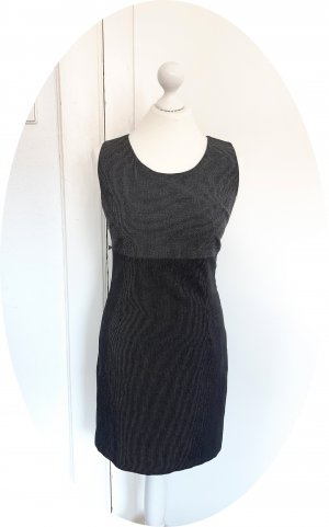 Edles tailliert geschnittenes Kleid