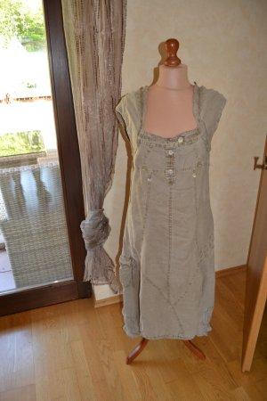 ein ausgefallenes Leinen-Sommerkleid in Kaki