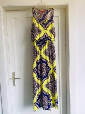Ein buntes Kleid v BOOHOO