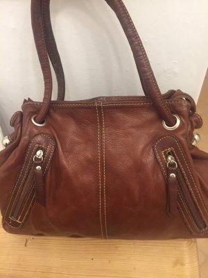Ein echtes Lieblingteil ist diese hochwertige und sehr gut verarbeitete Handtasche in Rostbraun.