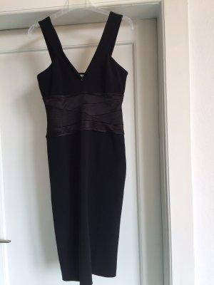 Ein elegantes Kleid von KAREN MILlEN