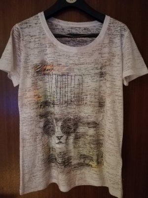 Ein hübsches federleichtes T-shirt zu verkaufen.