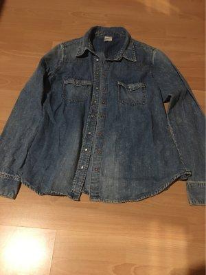 Ein Jeanshemd