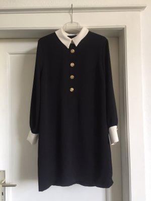 Ein Kleid von HALLHUBER