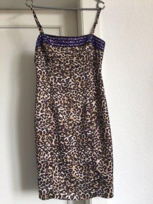 Ein Kleid von Karen Millen