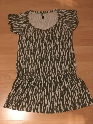 Ein Kurzärmliges Kleid
