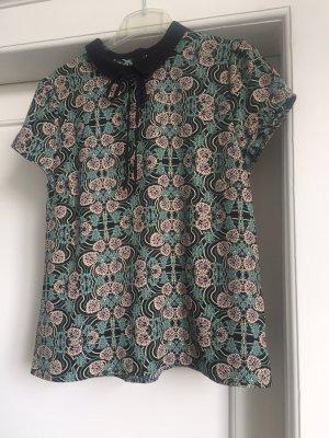 Ein Kurzarm -Bluse von HALLHUBER