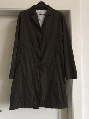 Ein leichter Mantel von der Firma ST.EMILE