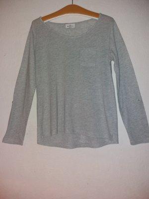Ein leichtes weiches T-Shirt mit langen Armen
