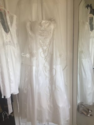 Ein Marken-Brautkleid in 38-40
