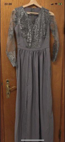 Ein noch nie getragenes Abendkleid