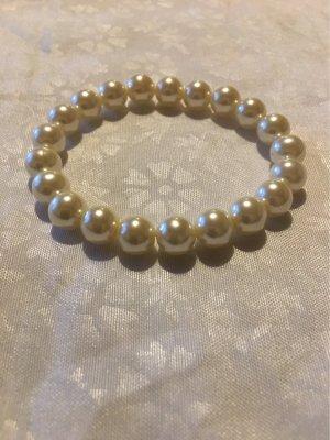 Ein Perlenarmband