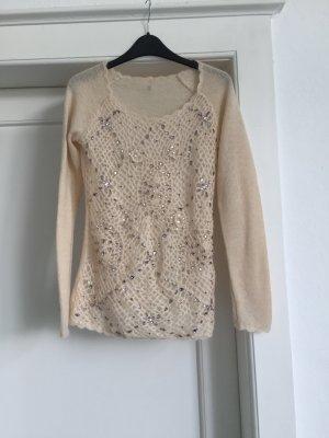 Ein Pullover mit Strasssteinen von TWIN SET
