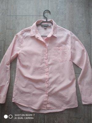 Ein rosa Hemd