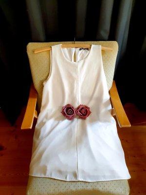ein sehr schönes weißes Kleid