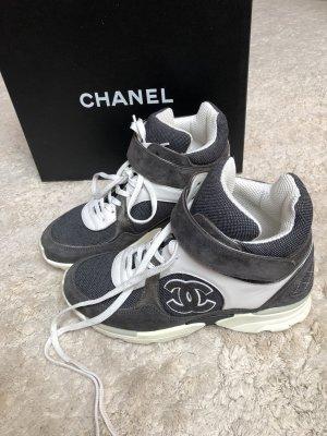 Eine coole sneakers von Chanel, Größe 36