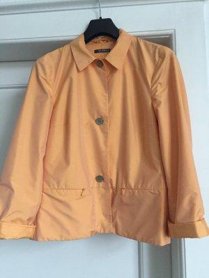 Eine leichte Jacke von ST.EMILE