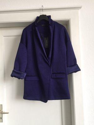 Eine Mantel-Jacke von MARCIANO