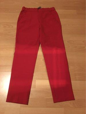 Eine rote Hose