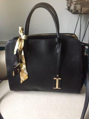 Eine schwarze  Tasche mit einem langen Gurt u zwei Kurzen