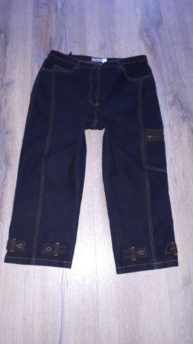 Eine sehr schöne Stiefel-Stretch-Jeans in Größe 46(XXXL) von Chic!