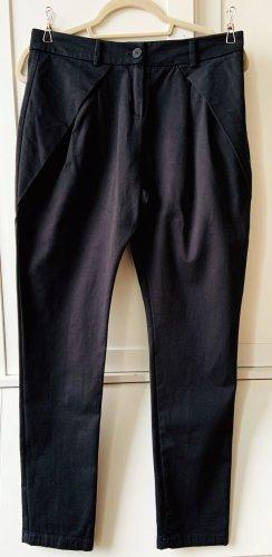 Eine Sommer-Geschichte in schwarz: Hose von adddress, schwarz, Größe S, 36,