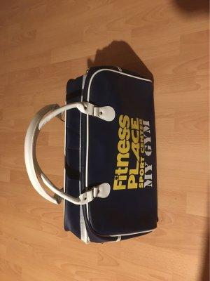 Eine Sporttasche