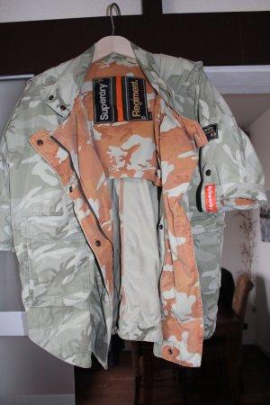 Eine Superdry Jacke
