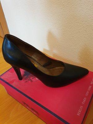 einfache schwarze High Heels